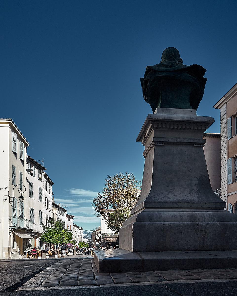 Les façades du Vieil Antibes Cours Massena