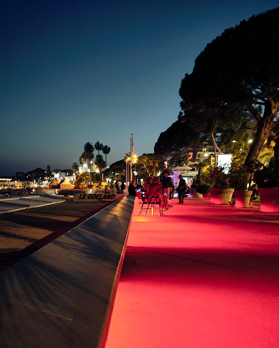La Croisette de nuit à Cannes.