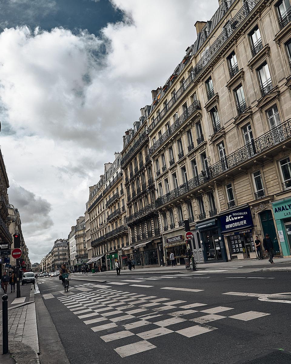 Passage pieton rue Lafayette à Paris