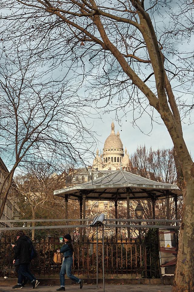 Vue sur le la Basilique du Sacré Coeur depuis le square d'Anvers