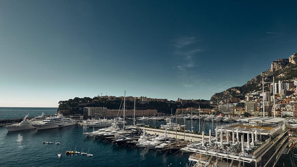 Vue sur le Port depuis le Yacht Club de Monaco