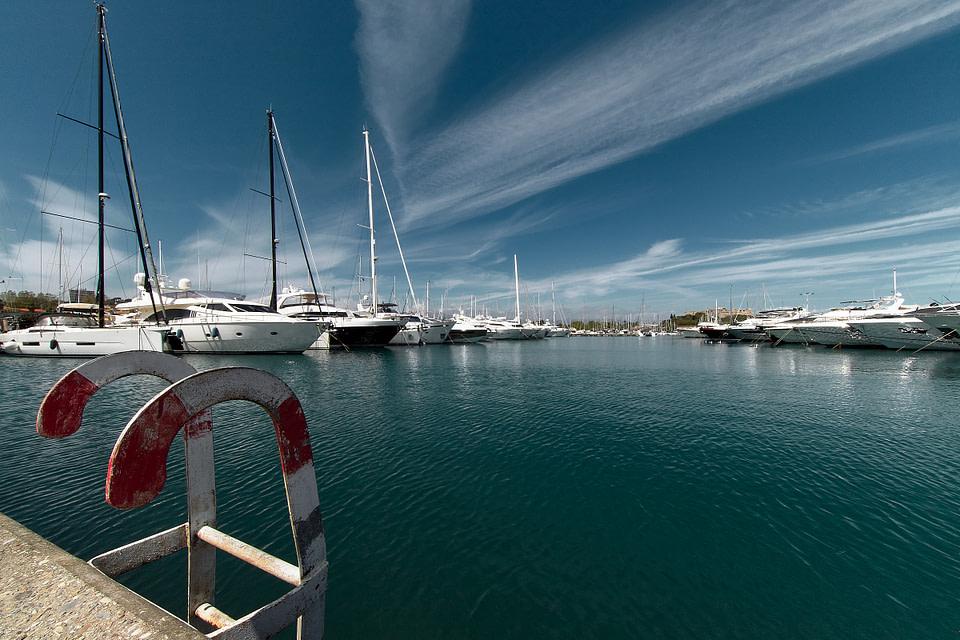 Yachts amarrés à Antibes Port Vauban