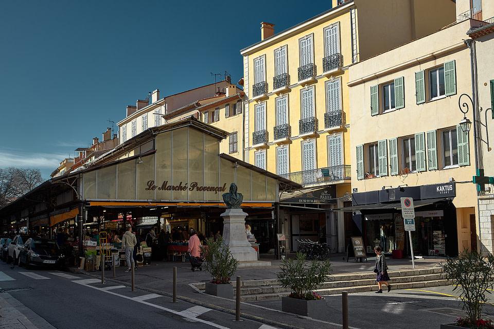 Le Marché Provençal du Vieil Antibes Cours Massena