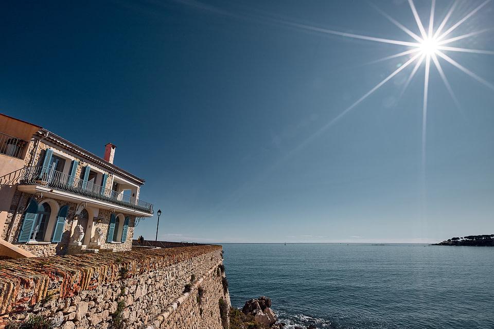 Maison aux Lions sur la Promenade Amiral de Grasse à Antibes