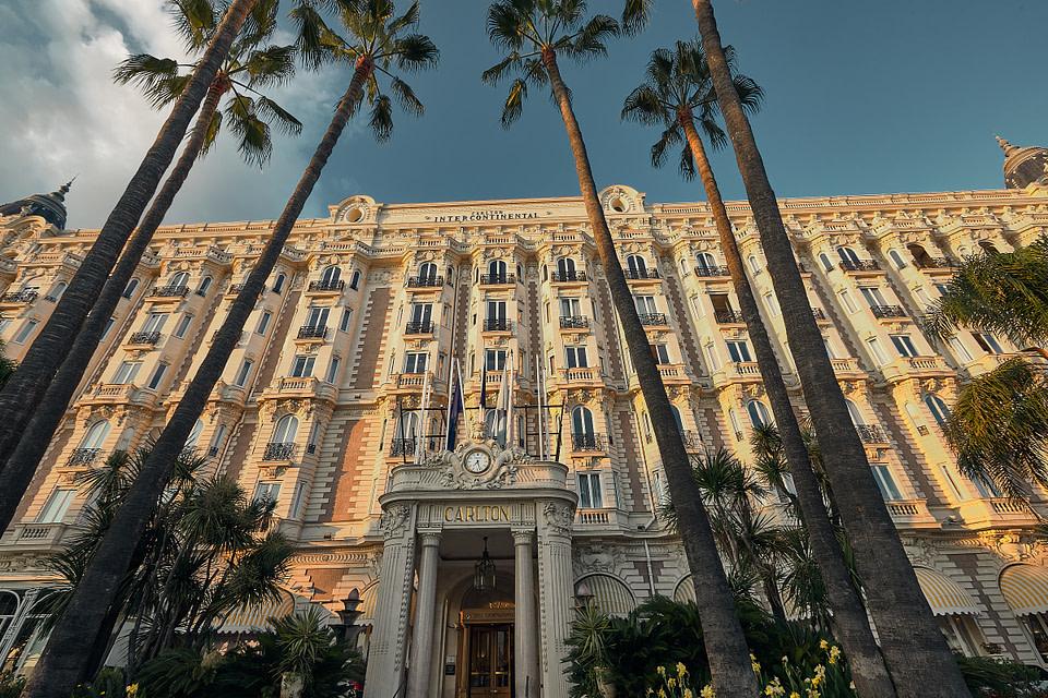 Façade du Carlton sur la Croisette à Cannes
