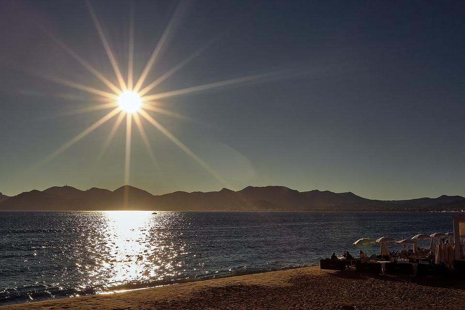Le soleil couchant plage du midi à Cannes