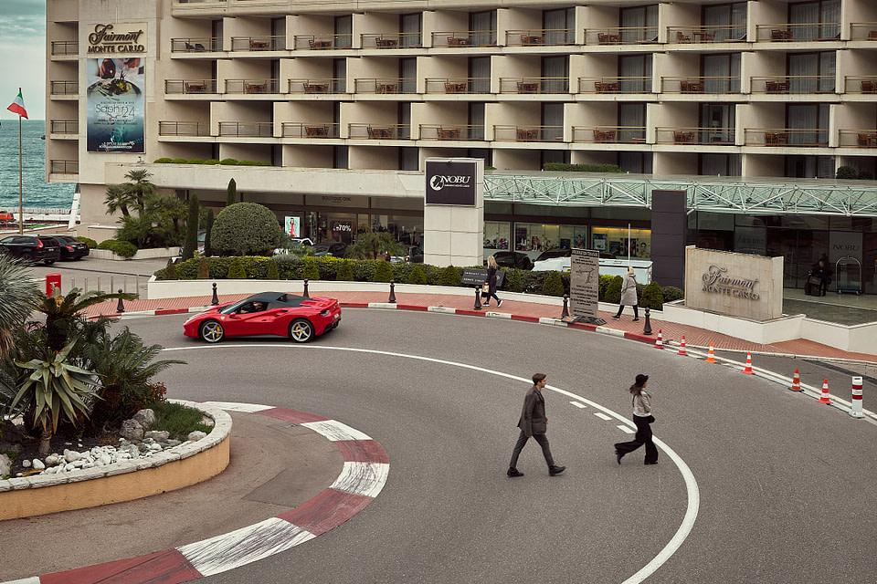 Scene urbaine devant l'Hotel Fairmont Monte Carlo - Monaco