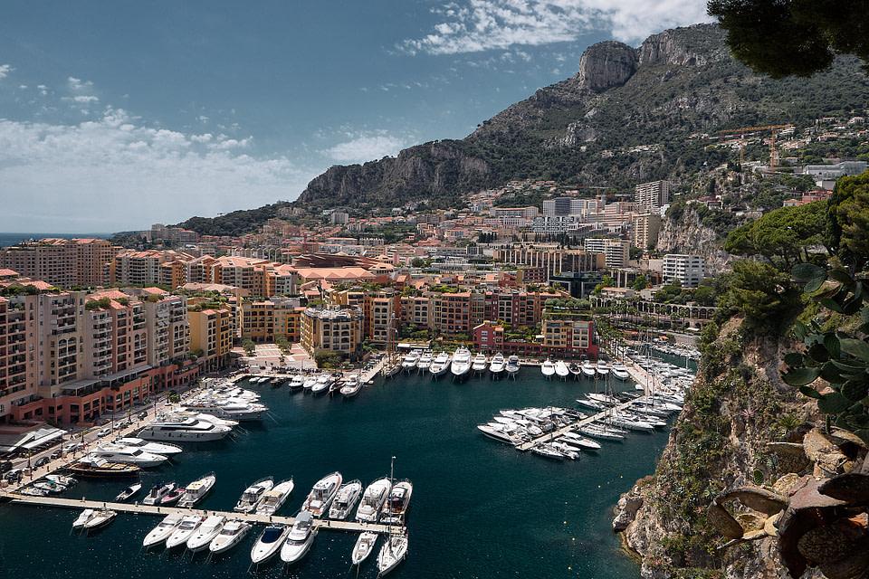 Vue sur le port et le quartier de Fontvieille à Monaco