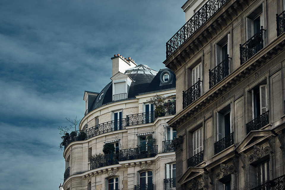 Façades typiques d'immeubles parisiens