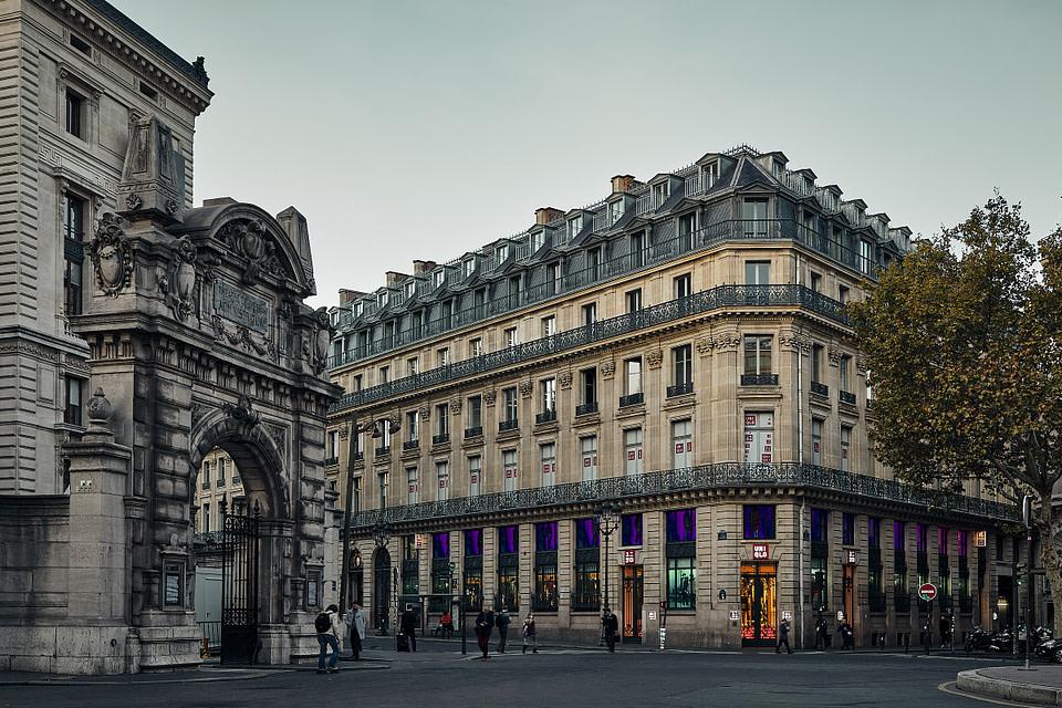 L'entrée Nord de l' Opera Garnier par la Place Diaghilev