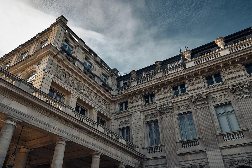 Angles de façades au Palais Royal à Paris