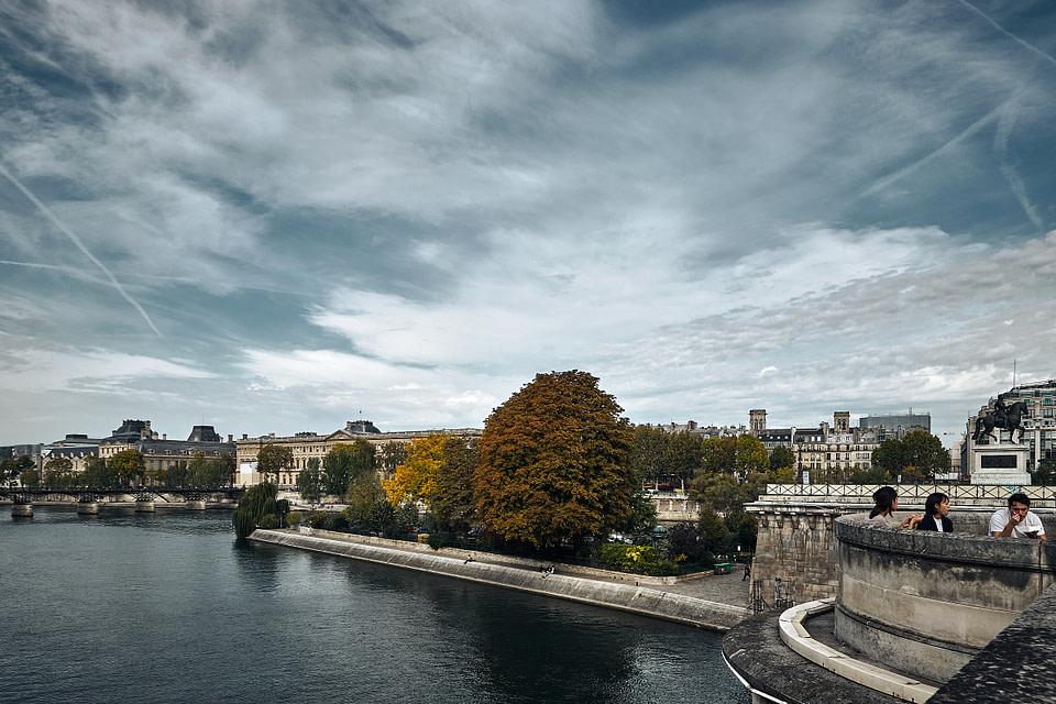 Vue sur le Square du Vert-Galant depuis le Pont Neuf à Paris
