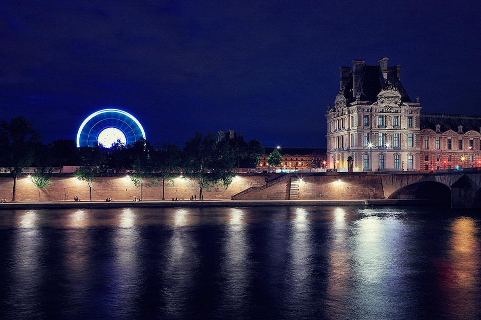 Vue sur les tuileries de nuit depuis les berges de seine à Paris, Jul 2020 - photo : © Laurent Delisle - capturedinstant.com