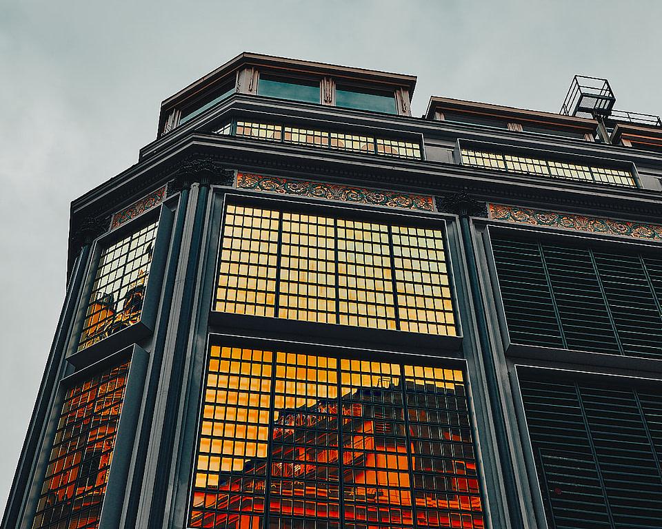 Reflections sur les façades du Magasin Le Printemps